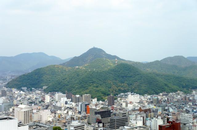 岐阜シティ・タワー43から金華山を望む
