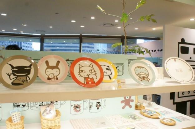 台湾 台北のARANZI Cafe 3号店のグッズコーナー(お皿)