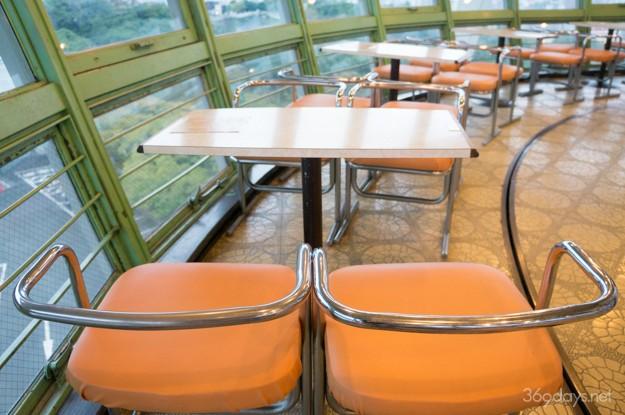 兵庫県姫路市・手柄山の回転展望台の喫茶店の様子