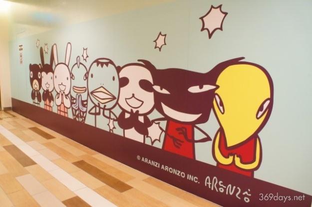 台湾 台北のARANZI Cafe のキャラクターウォール